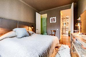 clean bed sheets in Ternes luxury apartment, vacation rental