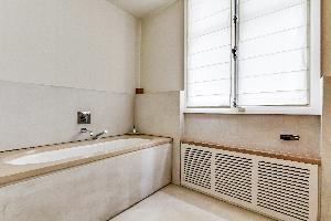 cool bathtub in Ternes luxury apartment, vacation rental