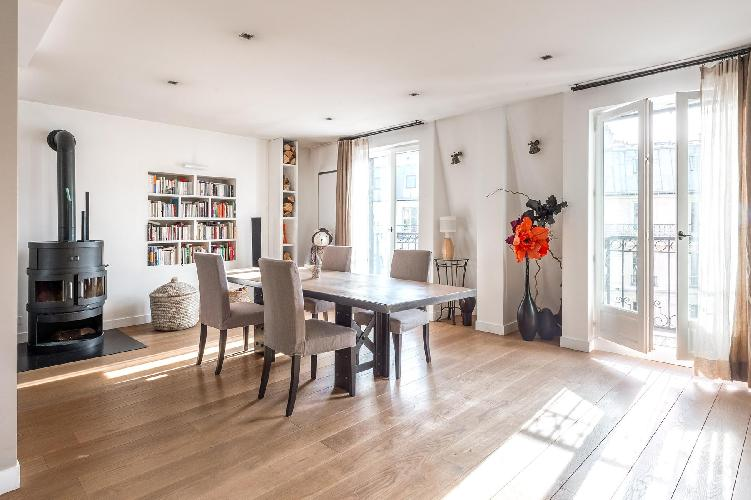 airy and sunny Rue de la Victoire luxury apartment and vacation rental