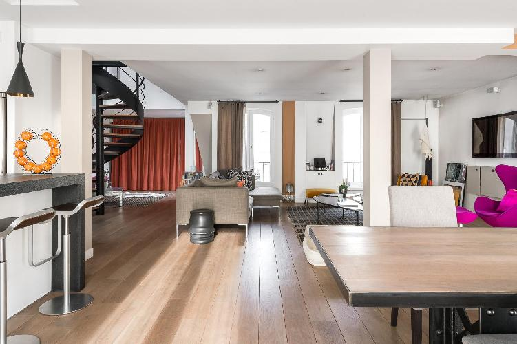 spacious Rue de la Victoire luxury apartment and vacation rental