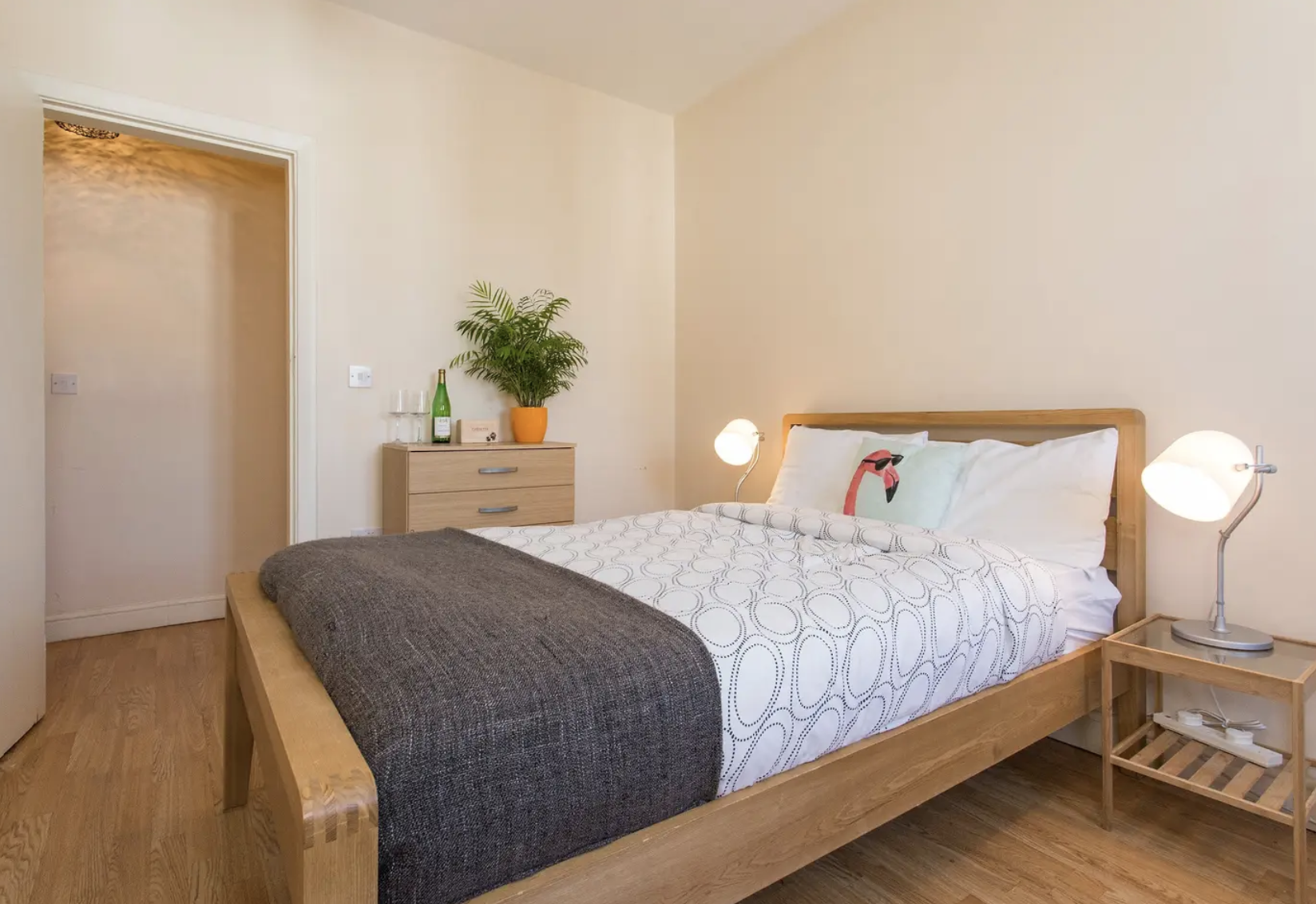 clean and fresh bedding in Edgware Road luxury apartment and vacation rental