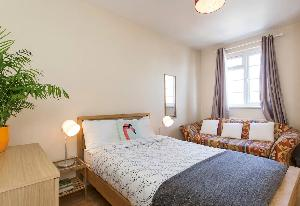 fresh and clean bedding in Edgware Road luxury apartment and vacation rental