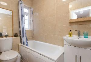 clean bathroom with tub in Edgware Road luxury apartment and vacation rental