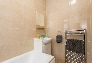 squeaky clean bath of Edgware Road luxury apartment and vacation rental