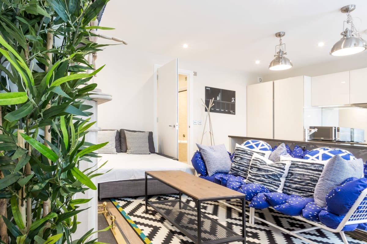 awesome Oxford Street Retreat luxury apartment and vacation rental