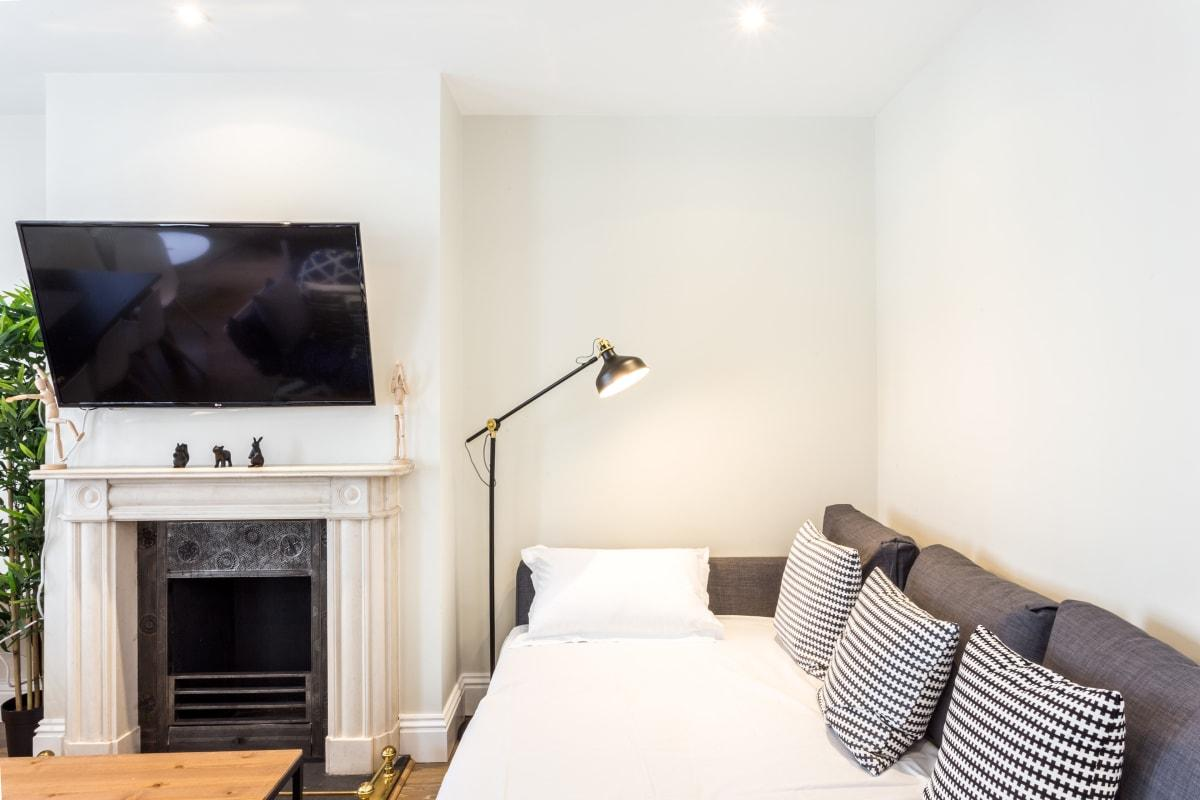 fully furnished Oxford Street Retreat luxury apartment and vacation rental