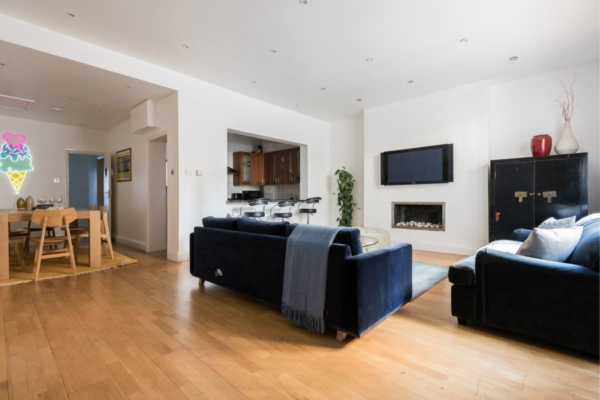 fully furnished The Bayswater Gardens luxury apartment and vacation rental