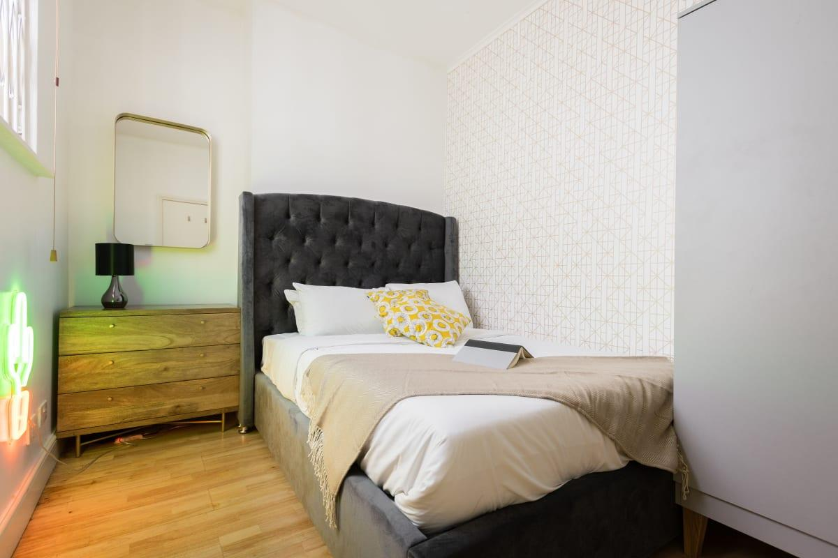 clean bed sheets in The Bayswater Gardens luxury apartment and vacation rental