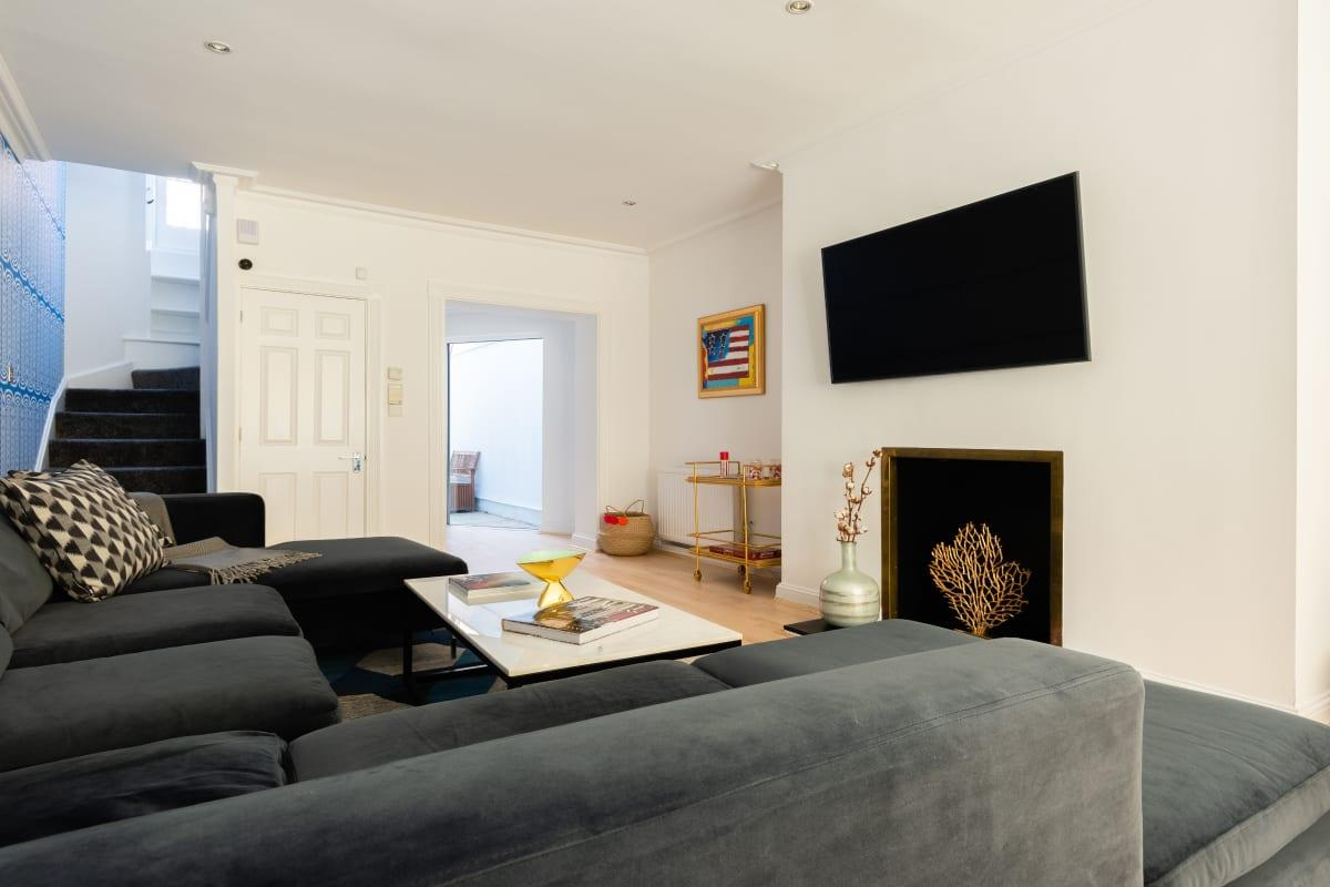 fully furnished South Kensington Place luxury townhouse and vacation rental