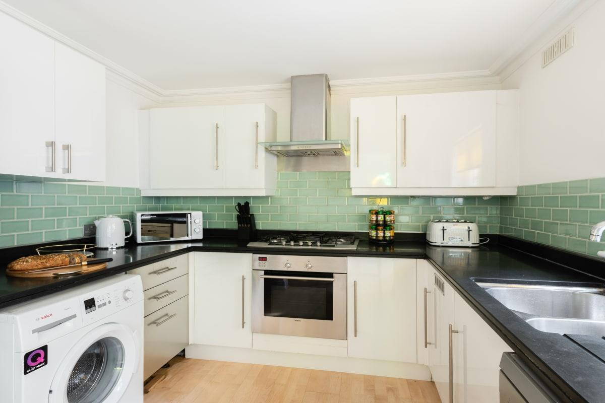 modern kitchen appliances in South Kensington Place luxury townhouse and vacation rental