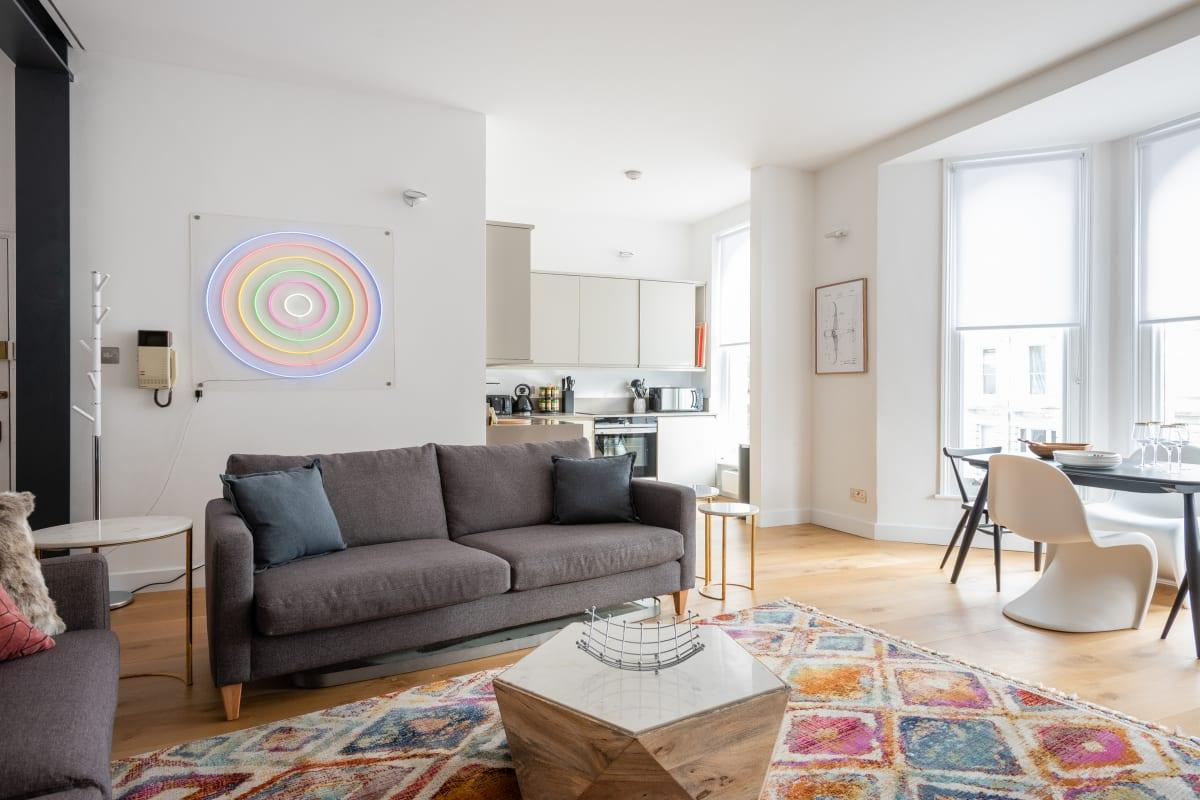 bright and breezy Notting Hill Nook luxury apartment and vacation rental