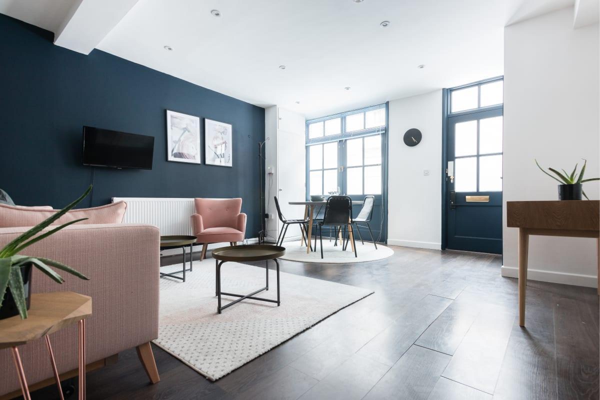 bright and breezy Paddington Studio luxury apartment and vacation rental