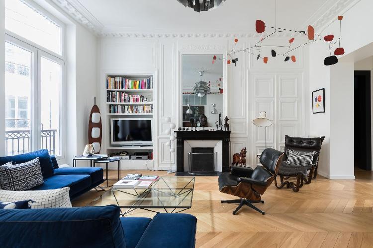 bright and breezy Boulevard de Bonne Nouvelle IV luxury apartment