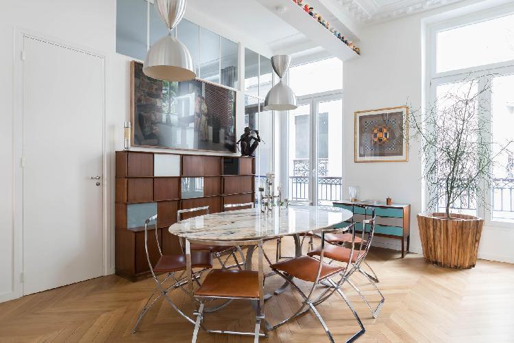 breezy and bright Boulevard de Bonne Nouvelle IV luxury apartment