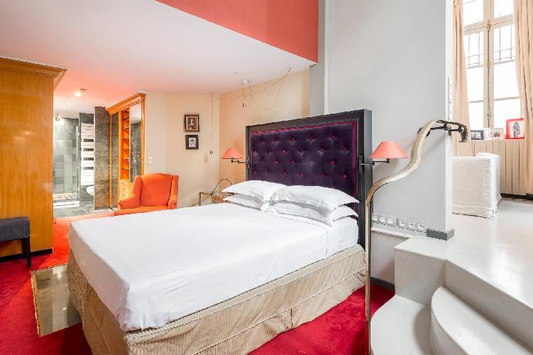 clean bed sheets in Le Marais - Impasse Guéménée Loft luxury apartment