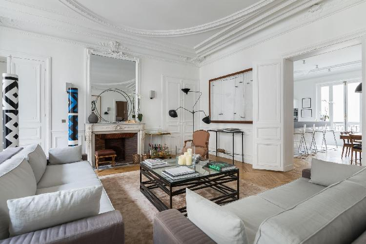bright and breezy Champs-Élysées Rue du General Foy II holiday home and vacation rental
