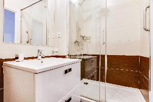 cool showers at Marais - Francs Bourgeois luxury apartment