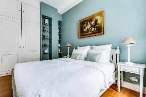 clean bed sheets in Marais - Francs Bourgeois luxury apartment