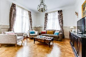 breezy and bright Marais - Francs Bourgeois luxury apartment