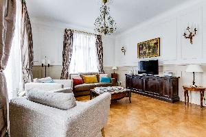 well-appointed Marais - Francs Bourgeois luxury apartment