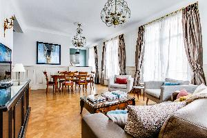 bright and breezy Marais - Francs Bourgeois luxury apartment