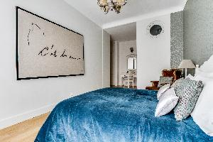 clean and fresh bedroom linens in Marais - Francs Bourgeois luxury apartment