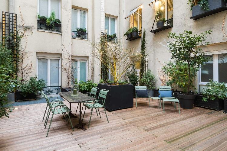 cool patio of Louvre – Opéra - Rue d'Amsterdam IV luxury apartment