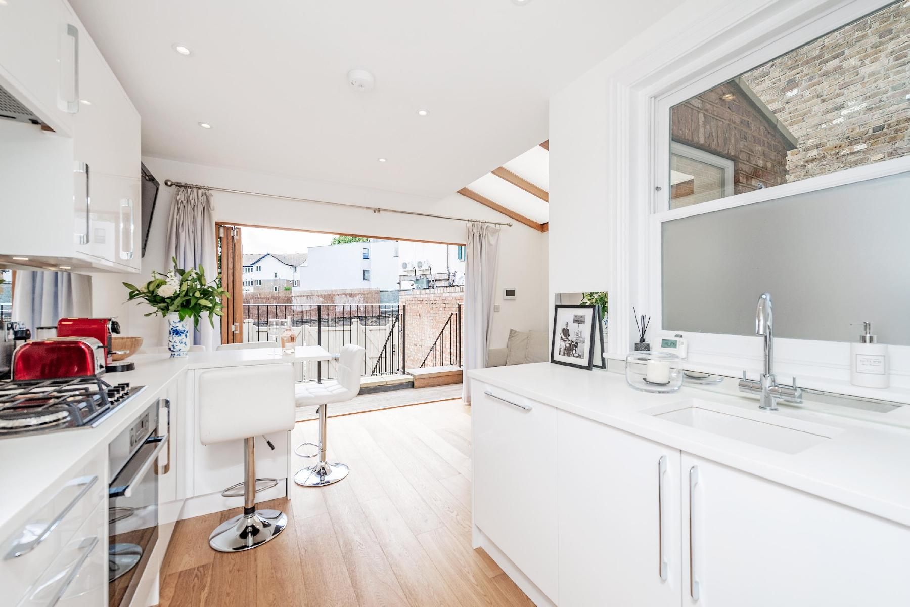Luxury Two Bedroom Flat backing onto the Park