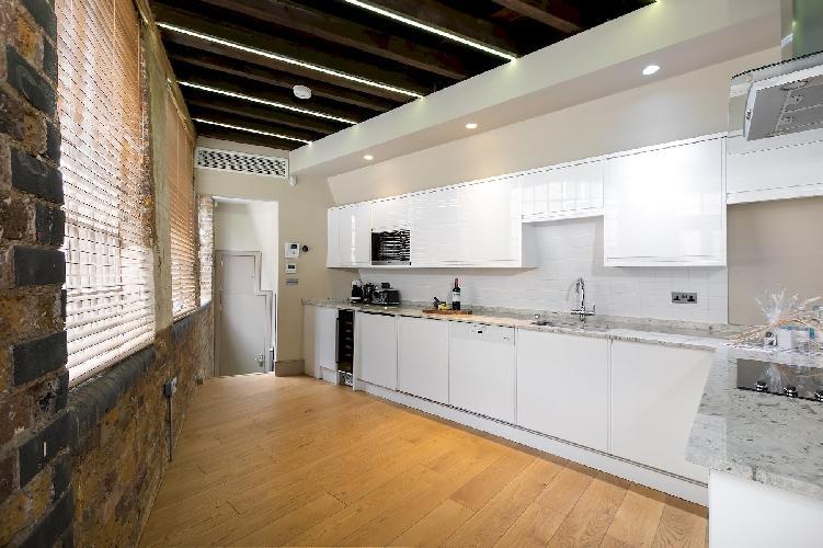 Wells Mews A, luxury & lovely flat