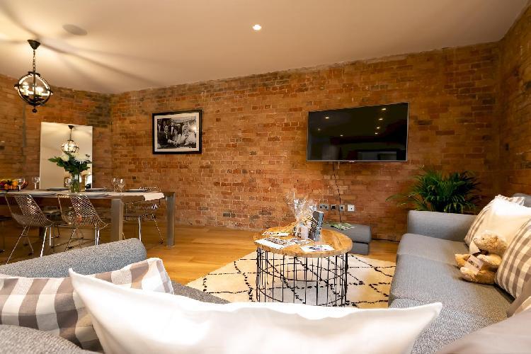 Wells Mews B, Stunning & Airy Apartment
