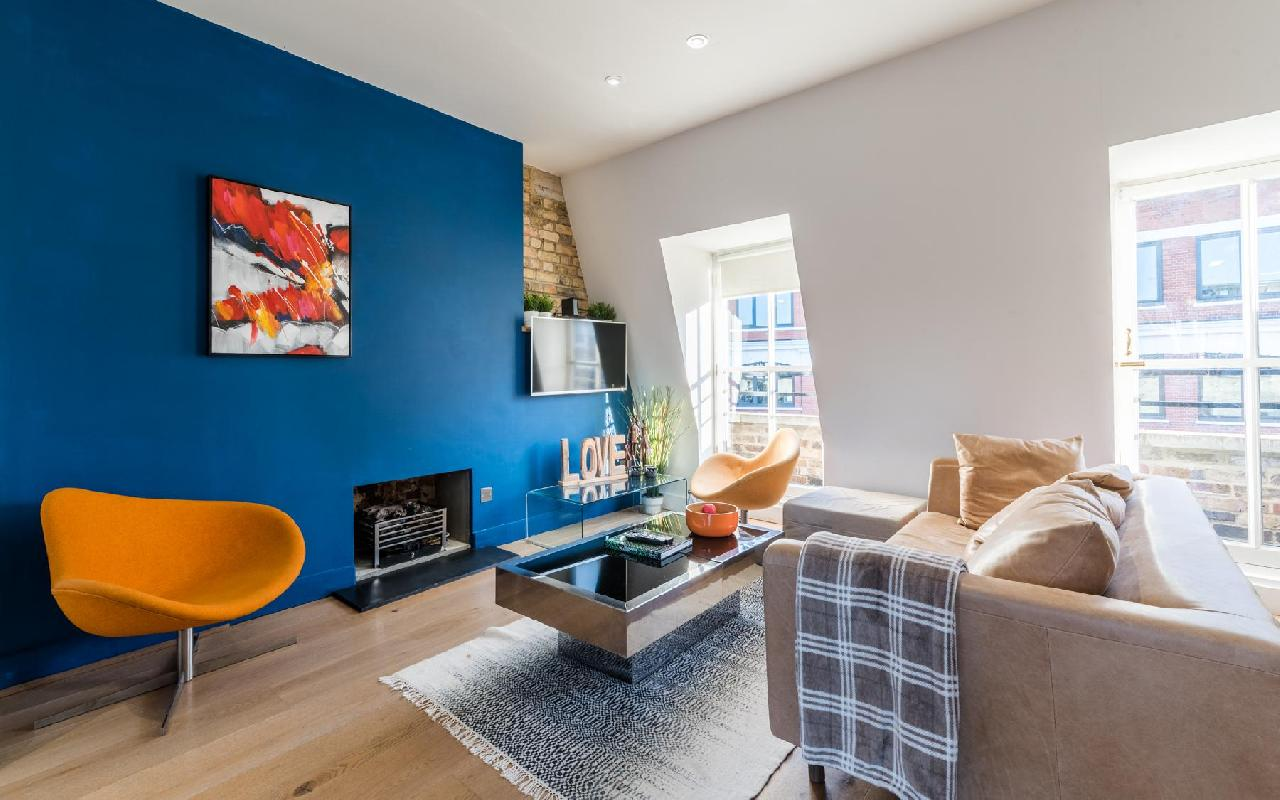 Foley Street II, beautiful and cosy penthouse by LOVELYDAYS