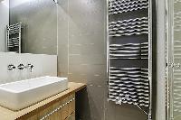 cool bathroom in Saint Germain des Prés - Dragon I luxury apartment