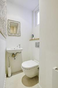 clean and fresh toilet and bath in Saint Germain des Prés - Dragon I luxury apartment