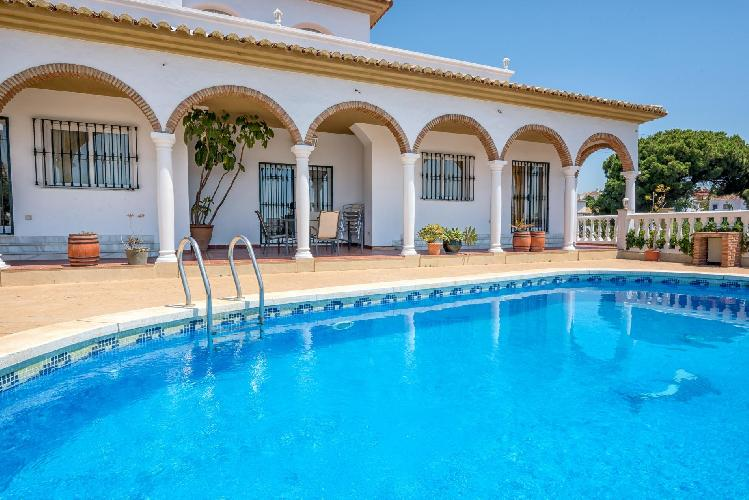Villa Solea- Elegant Modern 6BR Villa. Stunning sea views, 5 mins Walk to the Beach. Air Con, Wifi.