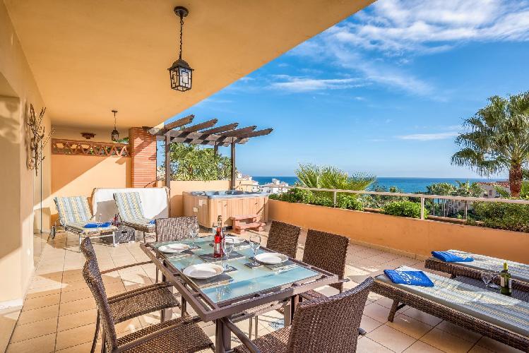 Malibu 2 - Lux. 2BR Sea View Condo in Club La Costa