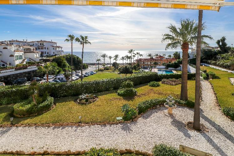 La Costa Paradise - Amazing Beachfront Apartment, Glazed Terrace with Sea Views