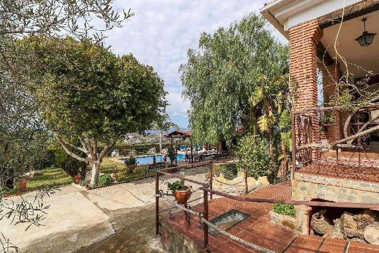 Francisquita by Rafleys- Modern Stylish Country Villa, Private Pool, Air Con, WiFi