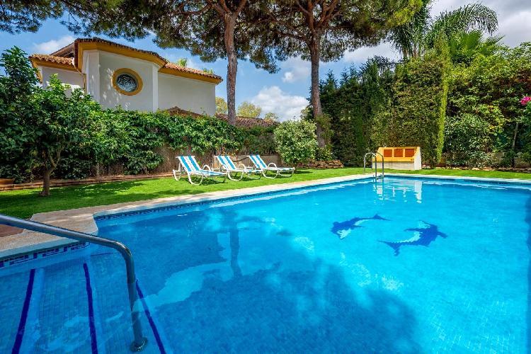 Villa España - Charming 5BR Villa with Private Pool. 5 mins to the Beach. Wifi.