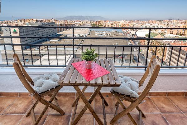 Malaga Station Apartment - Modern Apartment in Málaga Capital, 10 mins Walk to Beach, Wifi