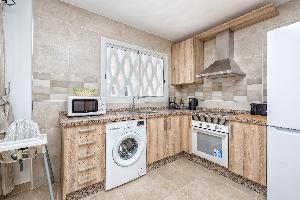 Malaga Station Apartment - Modern Apartment in Málaga Capital, 10 mins Walk to Beach, Wifi