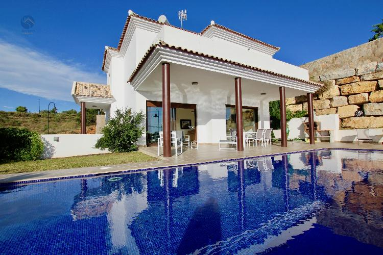 Villa Clavela - Newly Built 3BR Villa in 10 mins Walk to the Beach in la Cala, Sea Views, Pool