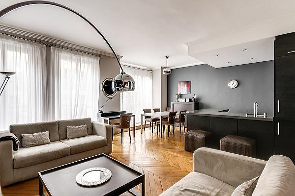 large, stylish, and fully-air conditioned 2-bedroom paris luxury apartment