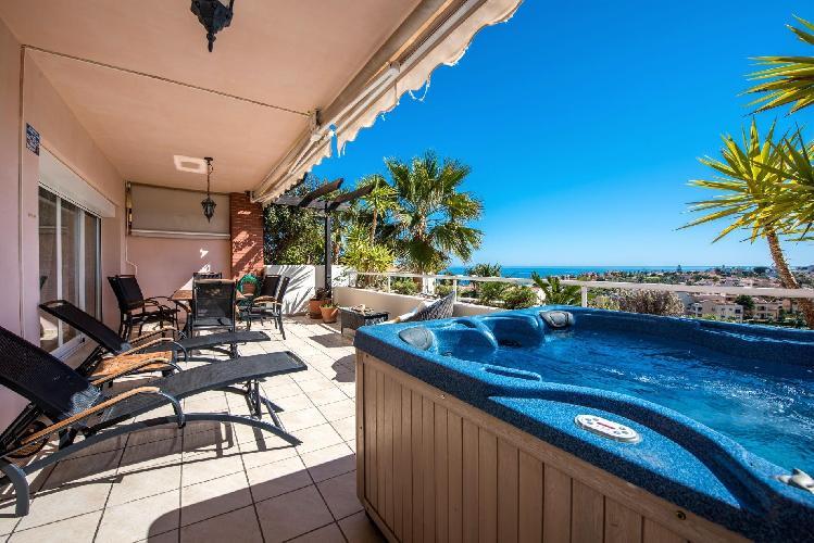Malibu 1 - Lux. 2BR Sea View Condo in Club La Costa