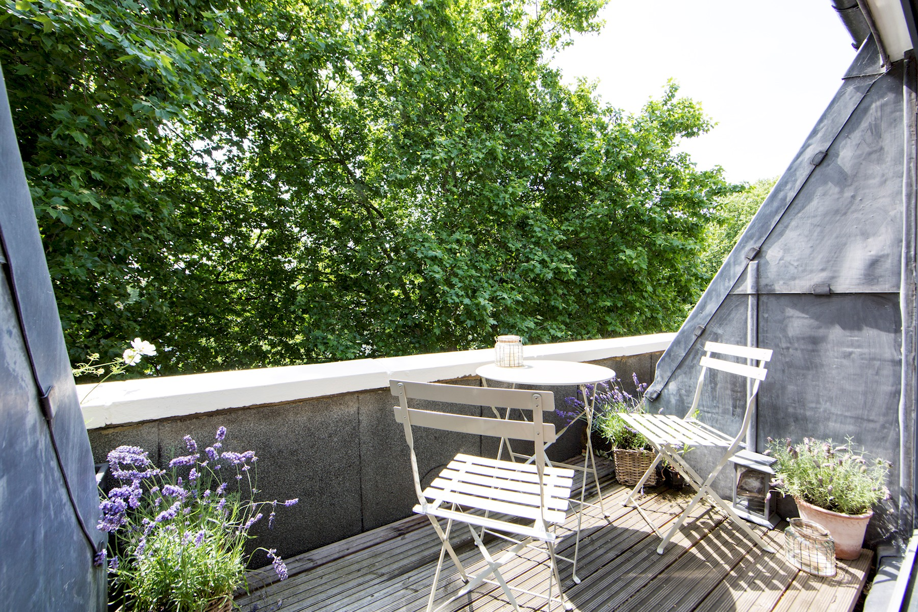 Beautifully furnished 3 bedroom, 2 bath maisonette with balcony in Bayswater