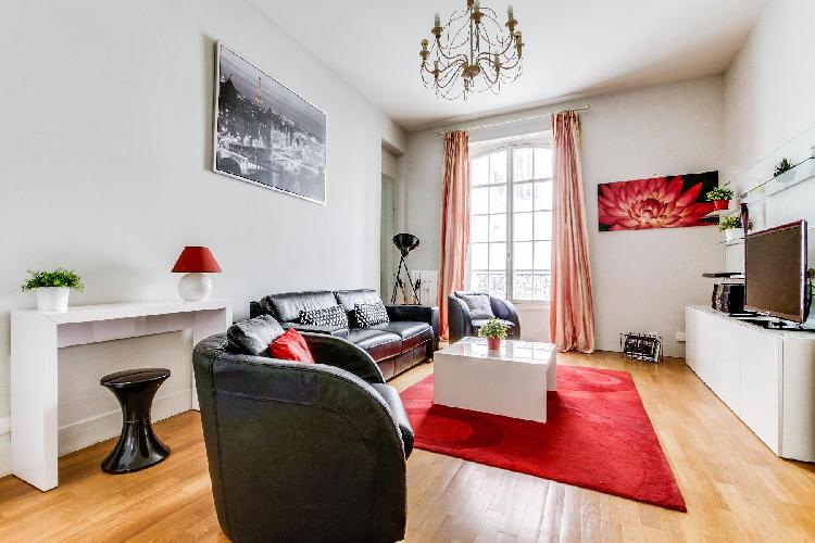lovely Champs Elysées - Paul Baudry 1 bedroom luxury apartment and vacation rental
