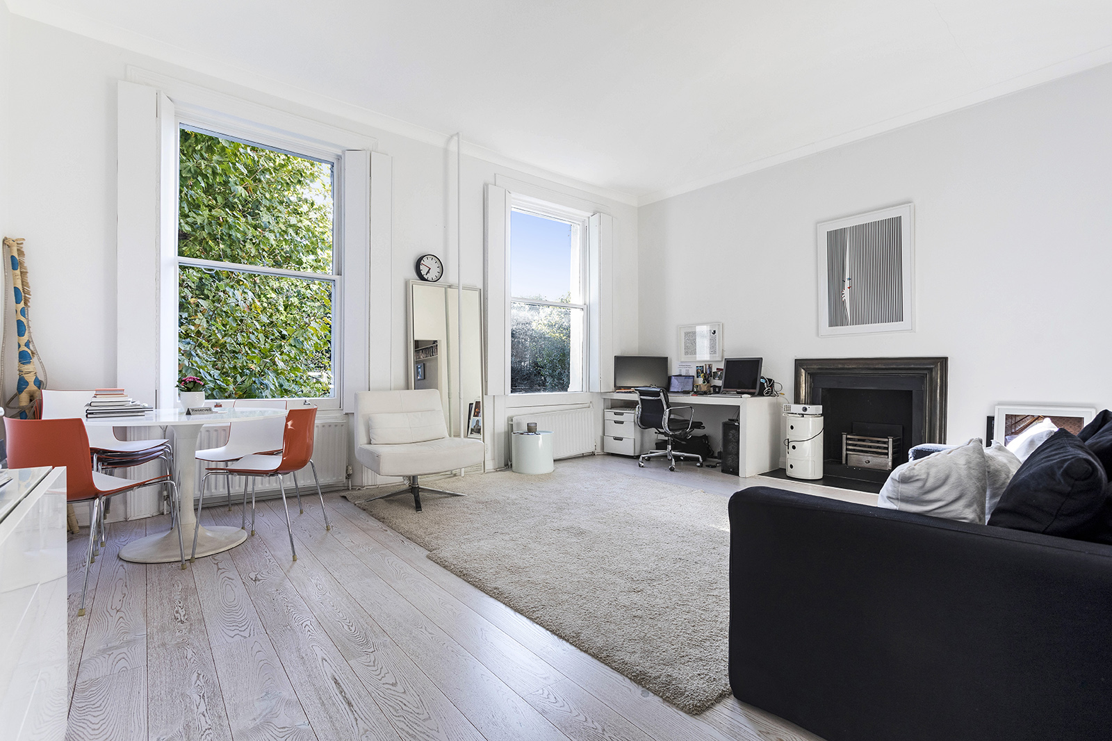 Well presented one bedroom apartment located in the fabulous Notting Hill