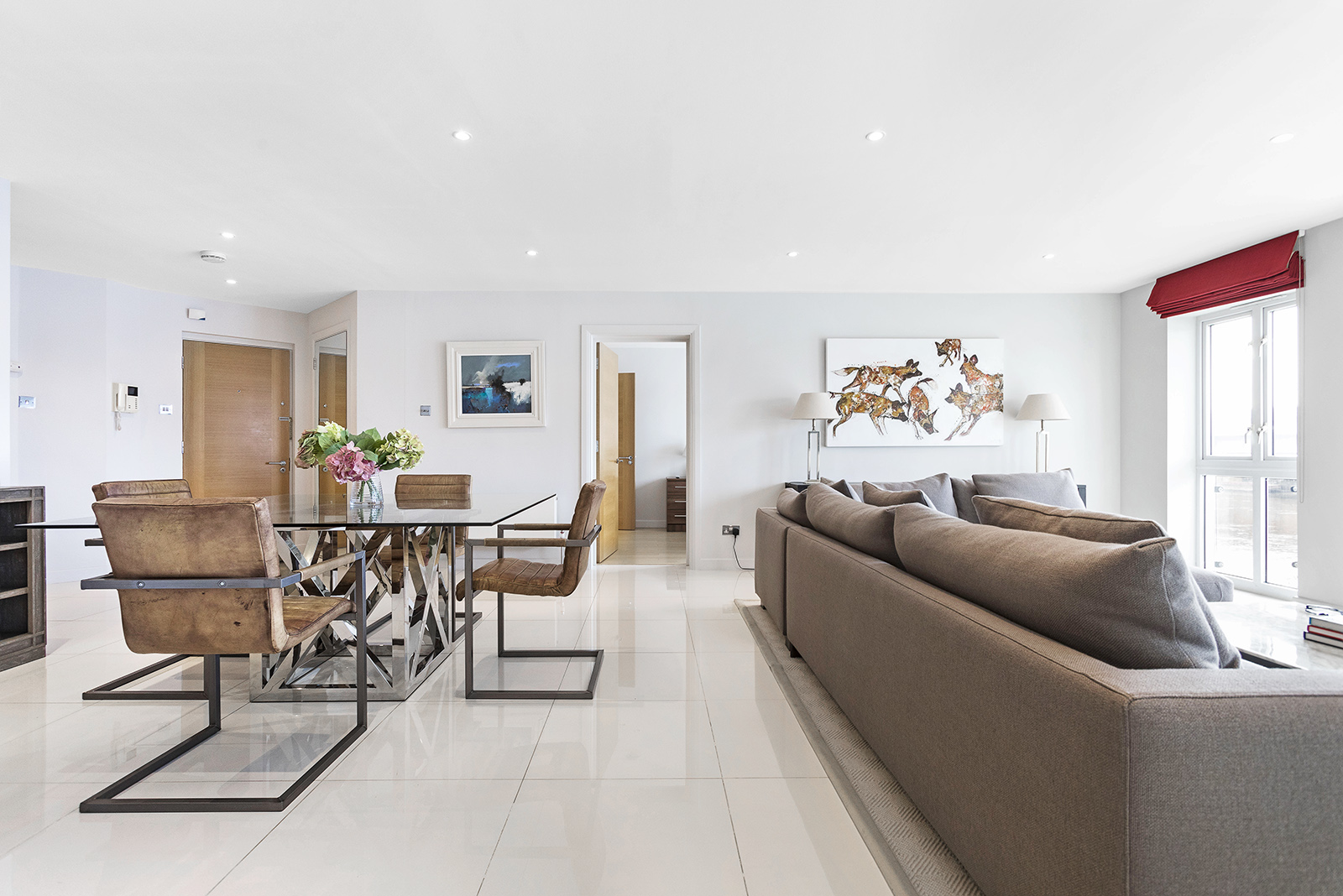 Supererior Modern riverside Fulham Apartment with Balcony and 2 parking spaces