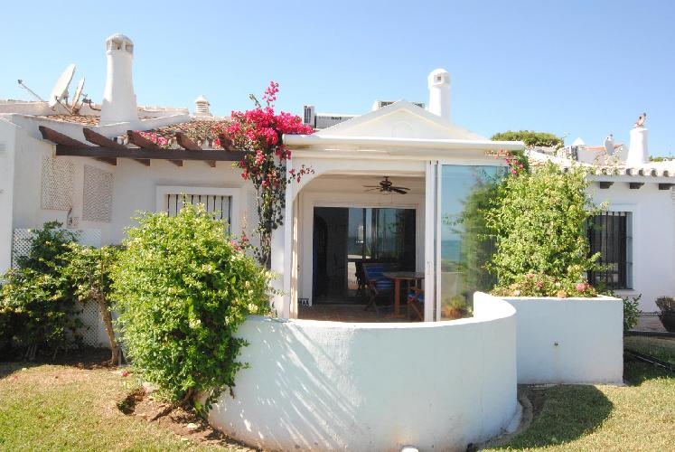 Front line beach bungalow with open sea views CS105