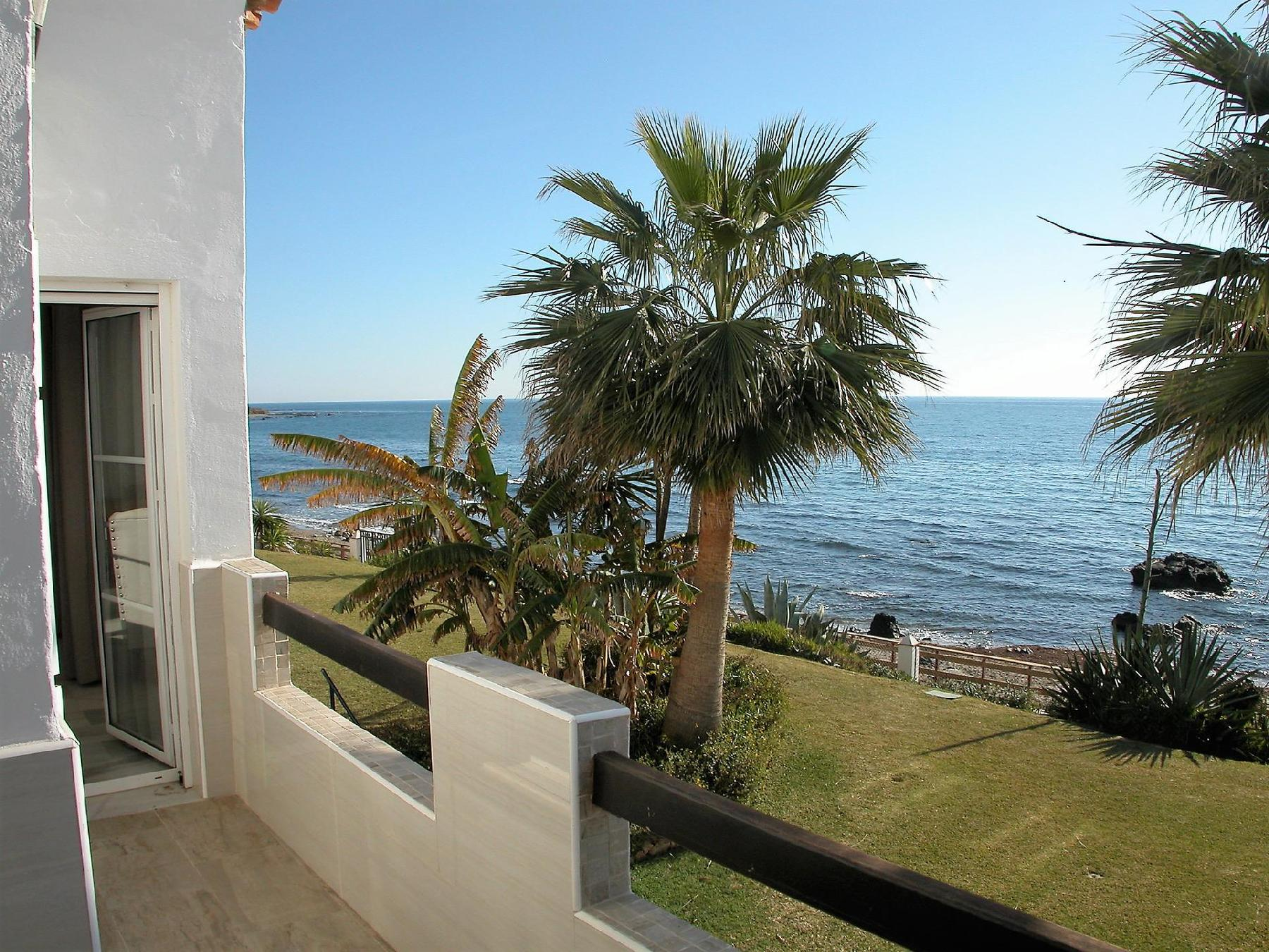 Playa Lucera - Fantastic 3 bedroom front line beach  duplex apartment with open sea views from its 2 terraces