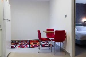 Design 2BR Downtown apartment with Balcony w/view